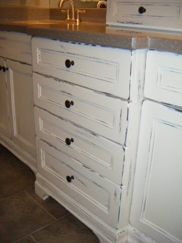 white distressed vanity with tower 3