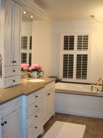 white distressed vanity with tower 2